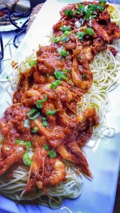 Γαριδομακαρονάδα !!! ~ ΜΑΓΕΙΡΙΚΗ ΚΑΙ ΣΥΝΤΑΓΕΣ 2 Cookbook Recipes, Cooking Recipes, Greek Recipes, Chicken Wings, Recipies, Spaghetti, Yummy Food, Pasta, Meat