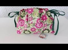 Nany Helena shared a video Fabric Purses, Fabric Bags, Sewing To Sell, Free Sewing, Tutorial Patchwork, Drawing Bag, Potli Bags, Pouch Tutorial, Leather Clutch Bags