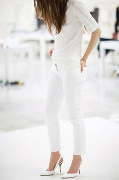 ALL Chic in White OUTFIT: White Blouse + White Skinny Jeans + White Heels/Flats (Leather?)