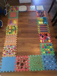 A DIY Sensory Walk made out of foam puzzle tiles! Find the tiles to make one here: http://amzn.to/2tEK6lP (aff.) Thank you, Aiden-Liam Malacas, for sharing. Photo: Sensory Activities for kids Facebook.