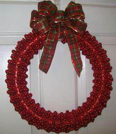 http://www.happygoluckyblog.com/2010/12/easy-christmas-wreath.html