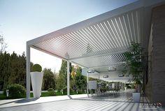 Pergolato addossato in alluminio a lamelle orientabili con illuminazione BIOSHADE ADDOSSATA Collezione Programma Eclissi by TENDA SERVICE