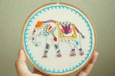 """Elephant peint brodé à la main. Custom 5 """"broderie Hoop Art. Main cousu fibre Art. Fabriqué par battage à la main."""