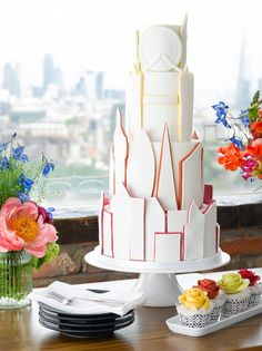 Want That Wedding talk to Elizabeth Solaru of Elizabeth's Cake Emporium about the big cake trends of 2016.