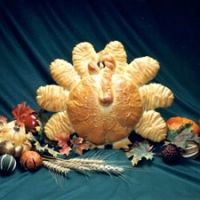 Turkey Bread Centerpiece Recipe...this would be cute to serve spinach dip in.....hollow out center body.