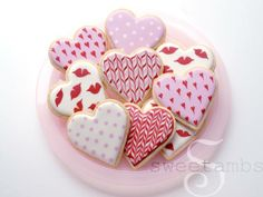 This year I decided to keep things simple with my Valentine's Day cookies. I used only flood consistency royal icingand a round decorating tip 2. This is unlike my Valentine's Day cookies from past years, which have involved many icing consistencie