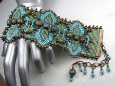 Beads Beading Beaded, with Erin Simonetti: Looming with Large and Small Beads Beaded Cuff Bracelet, Bead Loom Bracelets, Beaded Jewelry, How To Make Beads, Beads Making, Bead Loom Patterns, Native American Beading, Beading Tutorials, Loom Beading