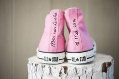 Roze Converse allstars onder je bruidsjurk