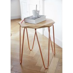 Effortlessly add copper to your home with a copper side tabel | Origami side table in oak and copper-coloured metal RITA | Maisons du Monde
