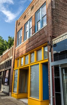 yellow trim by Jeremy Sorrells, via Flickr