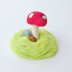 Love the idea of a whimsical little terrarium, but don't like all the fuss of watering and making sure they get enough sunlight? This felted wool faux terrarium is the perfect solution to your. Fairy Baby Showers, Wool Felt, Felted Wool, Bear Cookies, Felt Diy, Glass Containers, Terrarium, Needle Felting, Diy Tutorial
