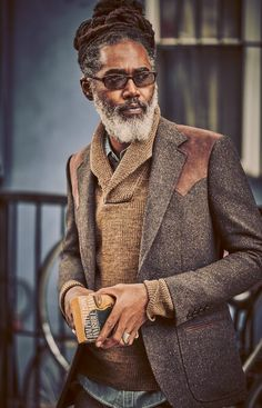 We take to the streets of New York's outer neighbourhoods to see how the styles of yesterday are shaping those of today Sharp Dressed Man, Well Dressed Men, Der Gentleman, Mein Style, Advanced Style, Classic Man, Beard Styles, Men Looks, Black Is Beautiful