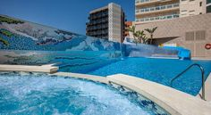 Hotel RH Vinaros Playa Vinarós Set 10 minutes' walk from the centre of Vinaros and 300 metres from Clot Beach, Vinaros Playa features an outdoor swimming pool with a water slide and hot tub.