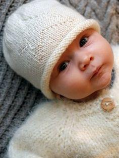Ravelry: Vauvan neulemyssy pattern by Susanna Mertsalmi Wool Yarn, Knitting Yarn, Baby Knitting, Crochet Baby, Knit Crochet, Knitting Ideas, My Little Baby, Little Ones, Baby Accessories