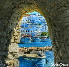 Cosy Naousa must be on everyones bucketlist Paros Greece, Santorini Greece, Mykonos, Greece Photography, Greece Islands, Greece Travel, Places To See, Travel Inspiration, Beautiful Places