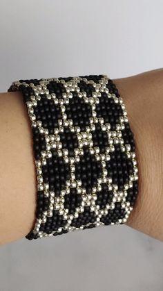 Loom Bracelet Patterns, Beaded Necklace Patterns, Jewelry Patterns, Bead Embroidery Patterns, Beaded Embroidery, Beading Patterns, Crochet Beaded Bracelets, Bead Loom Bracelets, Seed Bead Jewelry