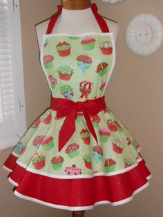 Cute Christmas Cupcake Apron | I don't know what board to pin this on...