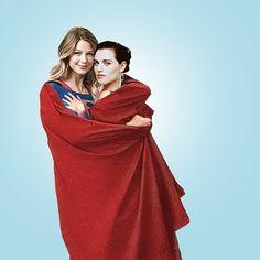 Kara Danvers and Lena Luthor from Supergirl. Kara Danvers Supergirl, Supergirl Comic, Katie Mcgrath, Cute Lesbian Couples, Lesbian Love, Batwoman, Batgirl, Yuri, Superhero Tv Series