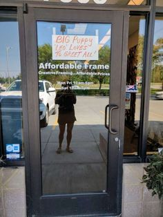 Store Puts Up The Perfect Sign To Get People To Come Inside Kansas Missouri, Big Puppies, Frame Store, Leo Love, Cute Signs, Crazy Dog, Great Friends, Happy Dogs, I Love Dogs