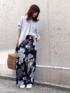 大人っぽい花柄を探していて見つけた IENAのイージーパンツ✨ Harem Pants, My Style, Floral, Skirts, How To Wear, Japanese Style, Couture, Summer, Fashion