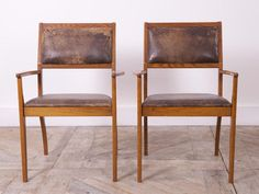 A pair of extremley well proportioned oak armchairs that have been beautifully made. Tan pig skin upholstery. English 1970s. Price is for the pair. H:82 W:58 D: