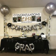 55 Creative Graduation Party Decoration Ideas You Will Like - Page 23 of 55 - Chic Hostess Source by Graduation Party Planning, College Graduation Parties, Graduation Party Decor, Graduation Table Ideas, Graduation Banner, Grad Parties, Graduation Gifts, Graduation Quotes, Graduation Table Centerpieces
