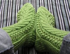 Ravelry: Kerttu -sukat / Kerttu socks pattern by Paula Paajanen Knitting Charts, Loom Knitting, Knitting Socks, Free Knitting, Knitting Patterns, Knitting Ideas, Crochet Patterns, Crochet Chart, Knit Crochet