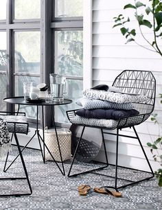 Ready for spring: tips and tricks to set up your little mini-balcony. Design you… Ready for spring: tips and tricks to set up your little mini-balcony. Design your little outdoor oasis with Liiv's Balcony Sty … – Balcony Furniture, Outdoor Furniture Sets, Outdoor Decor, Diy Home Decor Rustic, Garden Chairs, Home And Deco, Small Patio, Interiores Design, Outdoor Living