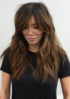 Modern Shag Haircuts with Bangs for Women in Year 2020 See here the modern styles of shag hairstyles and haircuts with bangs to show off nowadays. You just need to see here and find our amazing long shaggy hairstyles for you to try nowadays. Modern Shag Haircut, Long Shag Haircut, Shaggy Long Hair, Long Hair With Bangs, Haircuts For Long Hair, Long Hair Cuts, Cool Hairstyles, Long Shag Hairstyles, Shaggy Haircuts