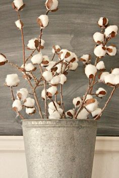 DIY Cotton Stems from Simple Household Items - Twelve On Main Cotton Decor, Cotton Crafts, Country Crafts, Country Decor, Farmhouse Decor, Farmhouse Style, Faux Flowers, Paper Flowers, Diy Flowers