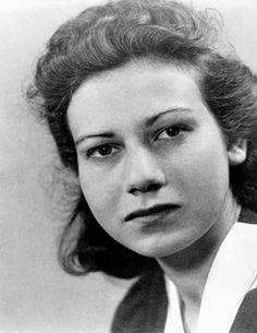 Felice Schragenheim and Lilly Wust Women's Army Corps, Bergen, Brave Women, Female Fighter, Women In History, World War Two, Portrait, Famous Women, Real Women