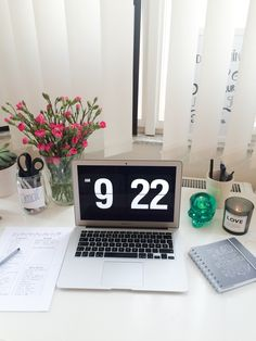 study diary of a medstudent | The screensaver is called fliqlo you can find it...