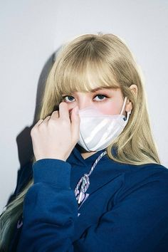 Lisa suits every hair color. Jennie Lisa, Blackpink Lisa, South Korean Girls, Korean Girl Groups, Divas, Mode Kpop, Rapper, Lisa Blackpink Wallpaper, Kim Jisoo