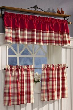 Kitchen Window Decor, Kitchen Window Curtains, Red Kitchen Decor, Red Country Kitchens, Farmhouse Style Kitchen, Cortinas Country, Living Room Decor Curtains, Door Design Interior, Beautiful Curtains