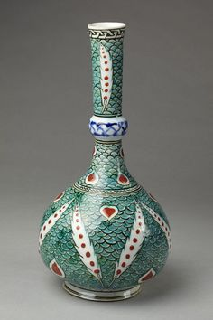 Bottle | Iznik, Turkey, ca. 1585 | Fritware, polychrome underglaze painted, glazed | VA Museum, London