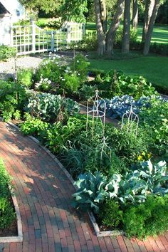A traditional garden in the French style that contains fruits, berries, herbs. i like how these pathways and garden beds. Garden layout of rows. Culture D'herbes, Potager Garden, Garden Paths, Border Garden, Gravel Garden, Vegetable Garden Design, Vegetable Gardening, Kitchen Gardening, Veggie Gardens
