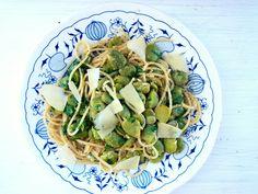 Spaghetti w sosie pieprzowym z bobem i parmezanem - CooLinarNy