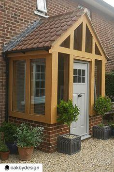 Porch Uk, House Front Porch, Front Porch Design, House Entrance, Bungalow Porch, Bungalow Exterior, Bungalow Homes, Enclosed Front Porches, Small Porches
