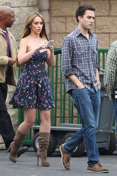 """Jennifer Love Hewitt wears a revealing dress as she grabs lunch on the set of """"The Client List"""" in Los Angeles"""