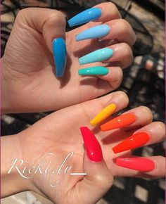 Semi-permanent varnish, false nails, patches: which manicure to choose? - My Nails Bright Summer Acrylic Nails, Best Acrylic Nails, Bright Colored Nails, Nail Summer, Bright Colors, Trendy Colors, Cute Acrylic Nail Designs, Colorful Nail Designs, Colorful Nail Art