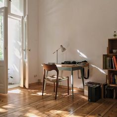 Work space in a Berlin apt, photo by Robbie Lawrence