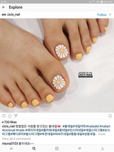 toenails, summer toenails toenail designs for summer, simple pedicures, hot toenails 2019 Pretty Toe Nails, Cute Toe Nails, My Nails, Daisy Nails, Nice Nails, Uv Gel Nails, Toenail Art Designs, Simple Nail Art Designs, Summer Toenail Designs