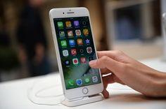 Rusya'daki iPhone 7 satışları tarihi düşük bir seviyeye geriledi. Uzmanlar bunu Apple'ın iPhone 8 adlı yeni bir model duyurusuna bağladılar.