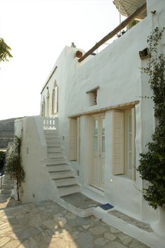 Villa By The Sea, on the island of Tinos, Greece, belongs to Greek interior designer Marilyn Katsaris - dream holiday home Hotel Am Strand, Tinos Greece, Mykonos Greece, Santorini, Villa, Greek House, Adobe House, Mediterranean Homes, Design Case