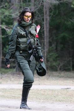 Airsoft hub is a social network that connects people with a passion for airsoft. Talk about the latest airsoft guns, tactical gear or simply share with others on this network Mädchen In Uniform, Italian Army, Female Soldier, Army Soldier, Military Girl, Warrior Girl, Military Women, Girls Uniforms, Dangerous Woman