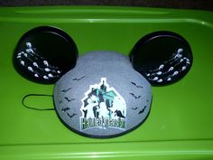 NEW HAUNTED MANSION HITCHHIKING GHOST MICKEY MOUSE EARS EZRA PHINEAS GUS HAT BOX