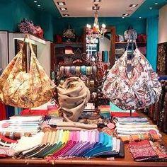 C'est mercredi, tout est permis  A toutes les serial shoppeuses : venez à 2 (ou plus) en boutique et bénéficiez de -20% sur vos achats ! Au programme : conseils personnalisés, large choix de produits, bonne humeur… On ❤️ ! Retrouvez toutes les adresses de nos boutiques sur l'e-shop ! #diwaliparis #stores #paris #friends #shopping