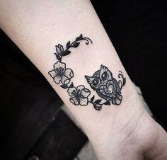 33+ Small & Meaningful Wrist Tattoo Ideas #TattooIdeasWrist
