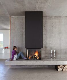 What the fireplace were offset to the left of the window and there was a bench/hearth/window seat underneath? ideas brick 25 Cool Firewood Storage Designs For Modern Homes Concrete Fireplace, Home Fireplace, Fireplace Hearth, Modern Fireplace, Fireplace Design, Fireplaces, Concrete Bench, Concrete Design, Fireplace Ideas