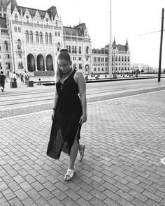 """""""Walking through darkness with thoughts full of colors"""" P.M.  #budapest #outfit #blackandwhite #datenight"""